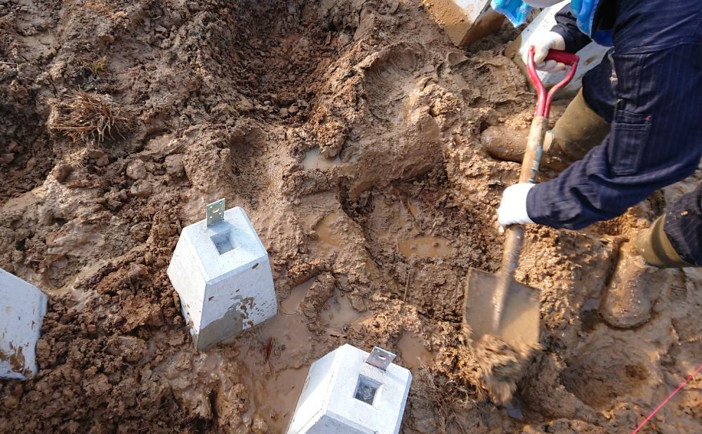 基礎穴掘りの助っ人