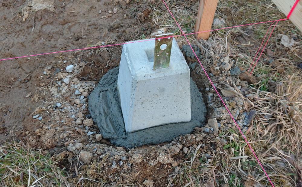 基礎石の設置(1つ目)