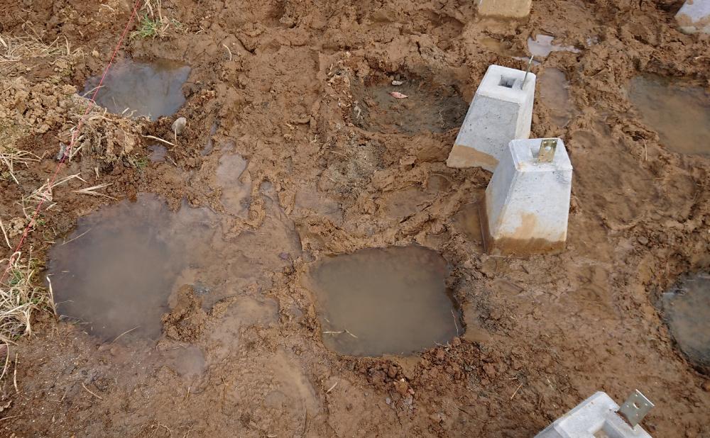 水が溜まってしまう基礎穴