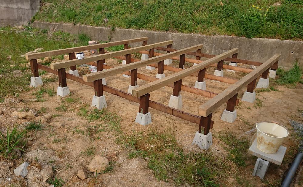 束柱に土台木材を乗せてみる