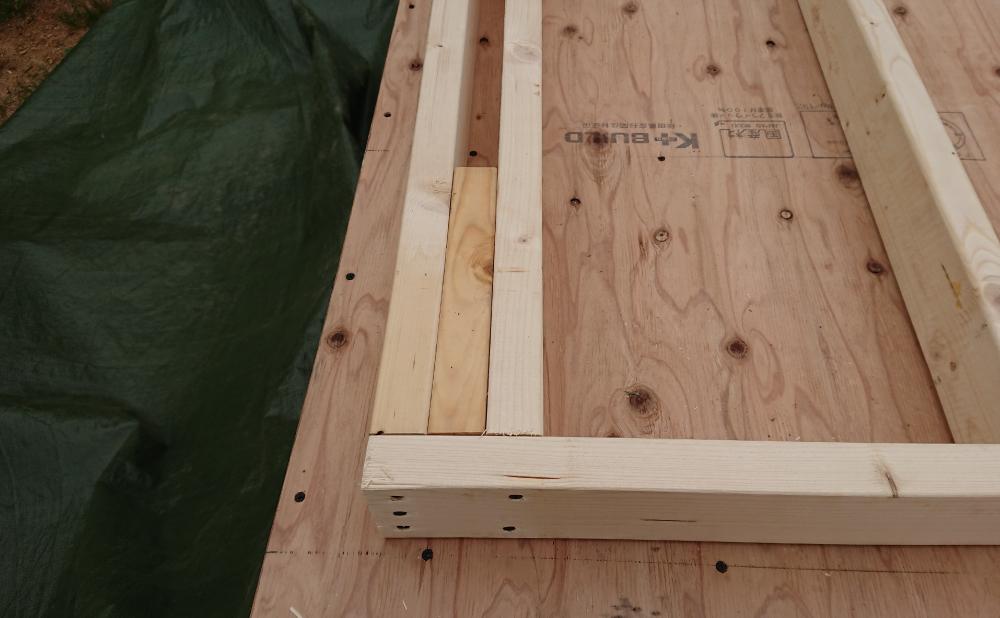 壁パネル端部の構造