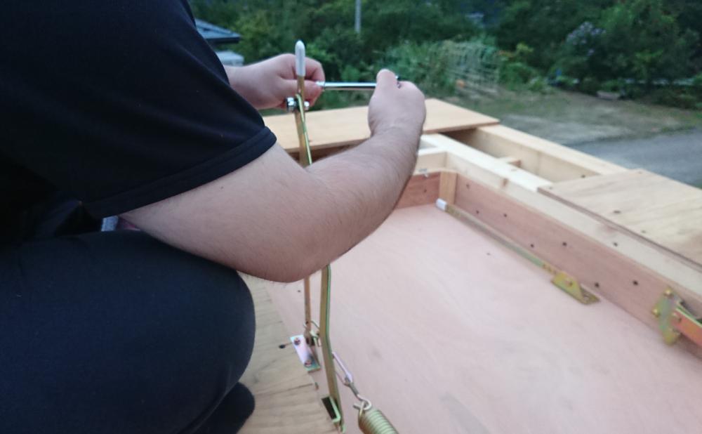 はしごの金具を組む