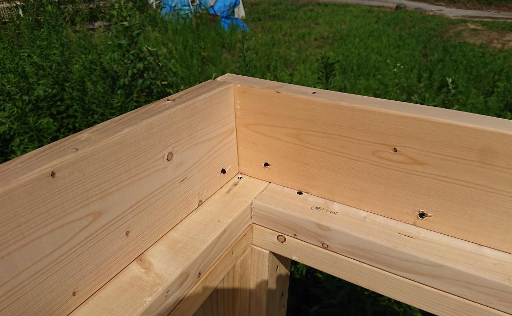 屋根裏床の枠作り